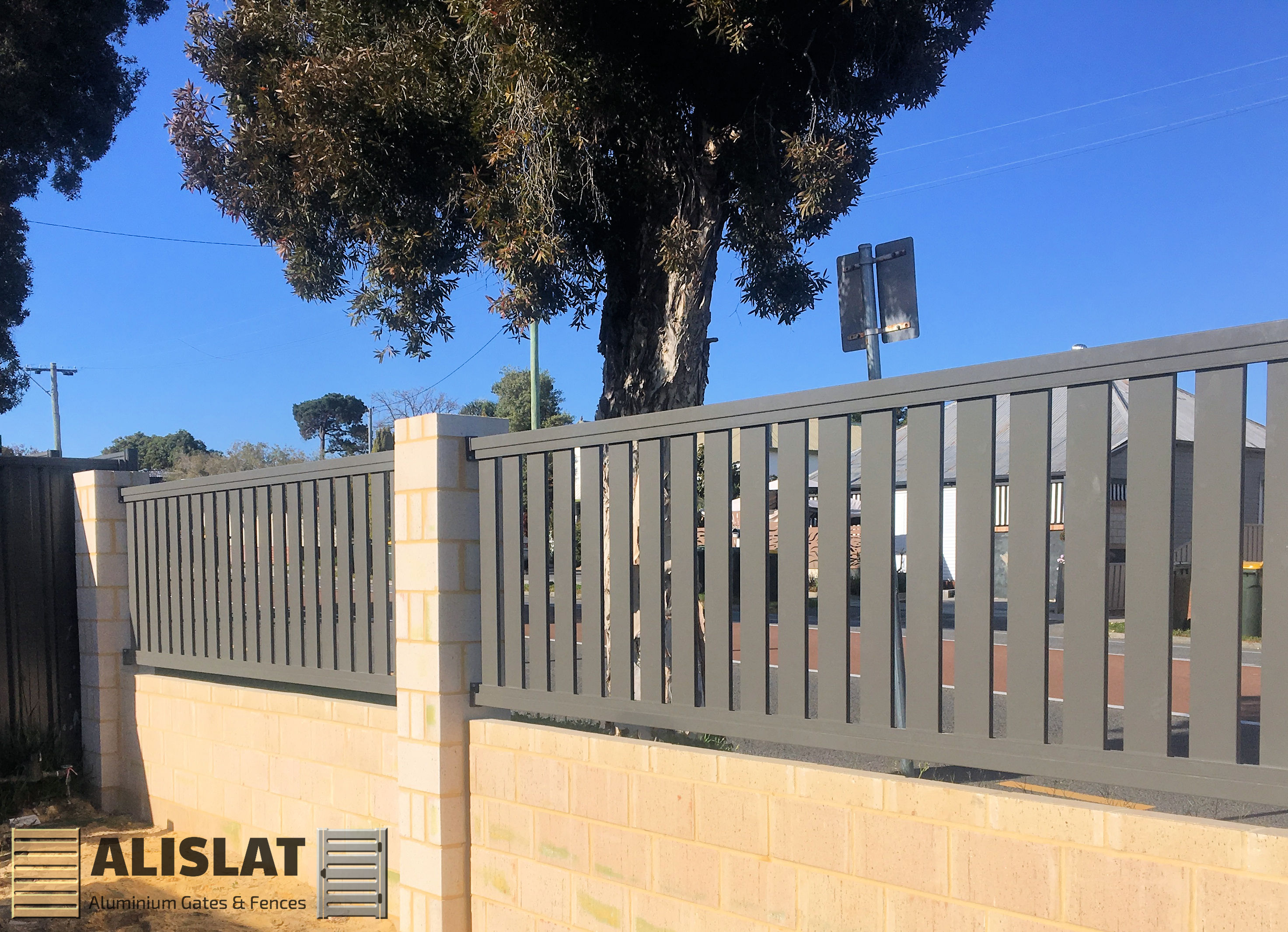 ALUMINIUM VERTICAL PICKET FENCE BY ALISLAT